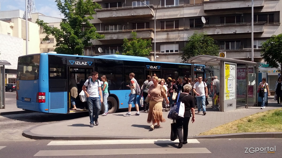 """autobusni terminal """"kvaternikov trg"""" zagreb / svibanj 2015."""