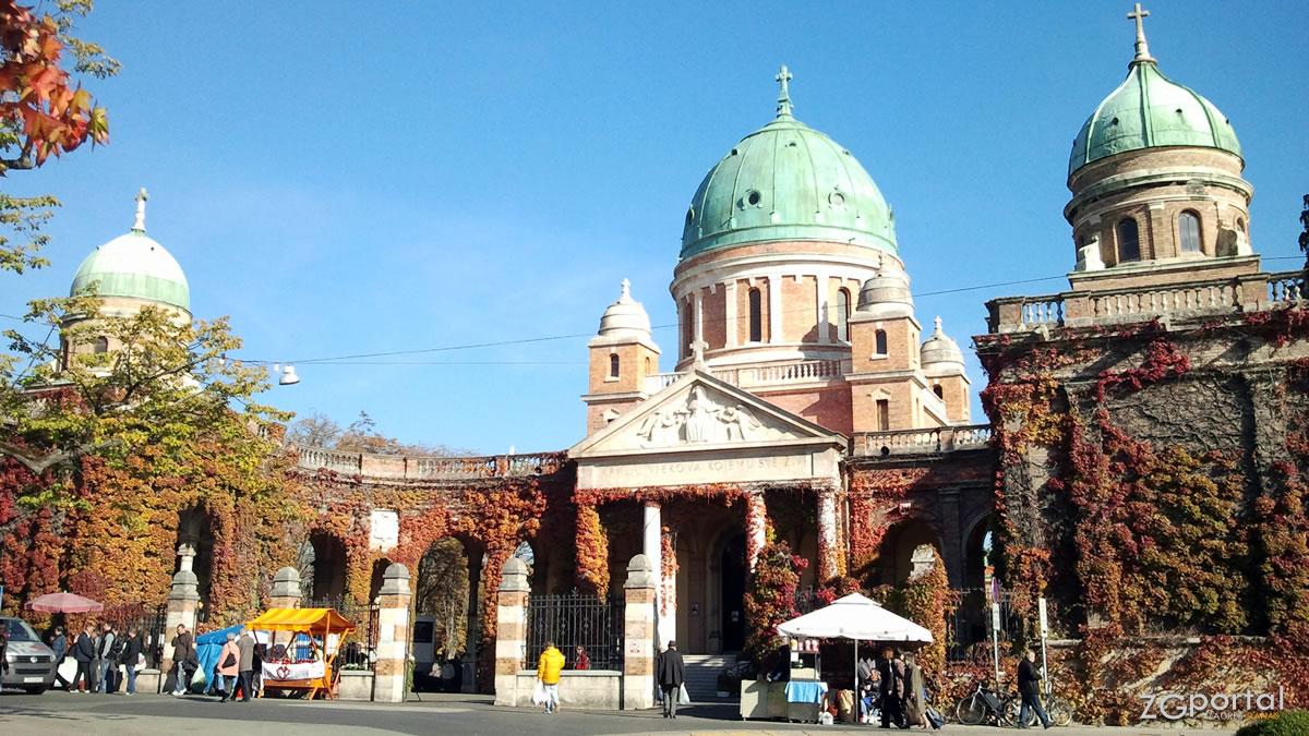 glavni ulaz u groblje mirogoj / zagreb, listopad 2012.