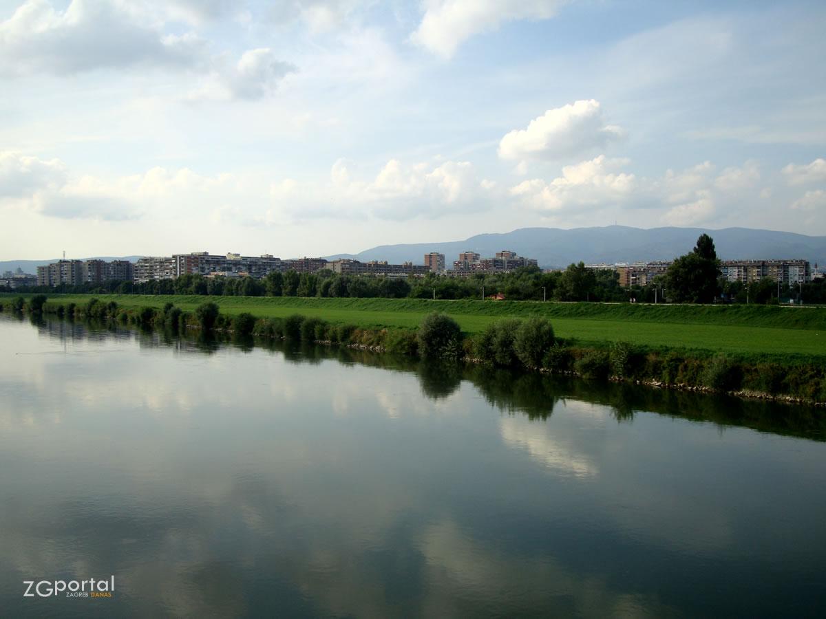 rijeka Sava i Medvednica / Zagreb, kolovoz 2010.