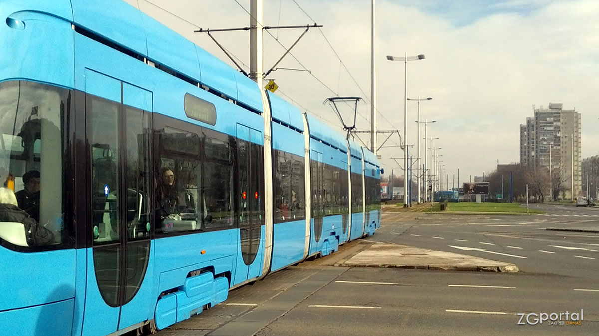 tramvaj tmk2200 / avenija dubrovnik, zagreb / siječanj 2014.