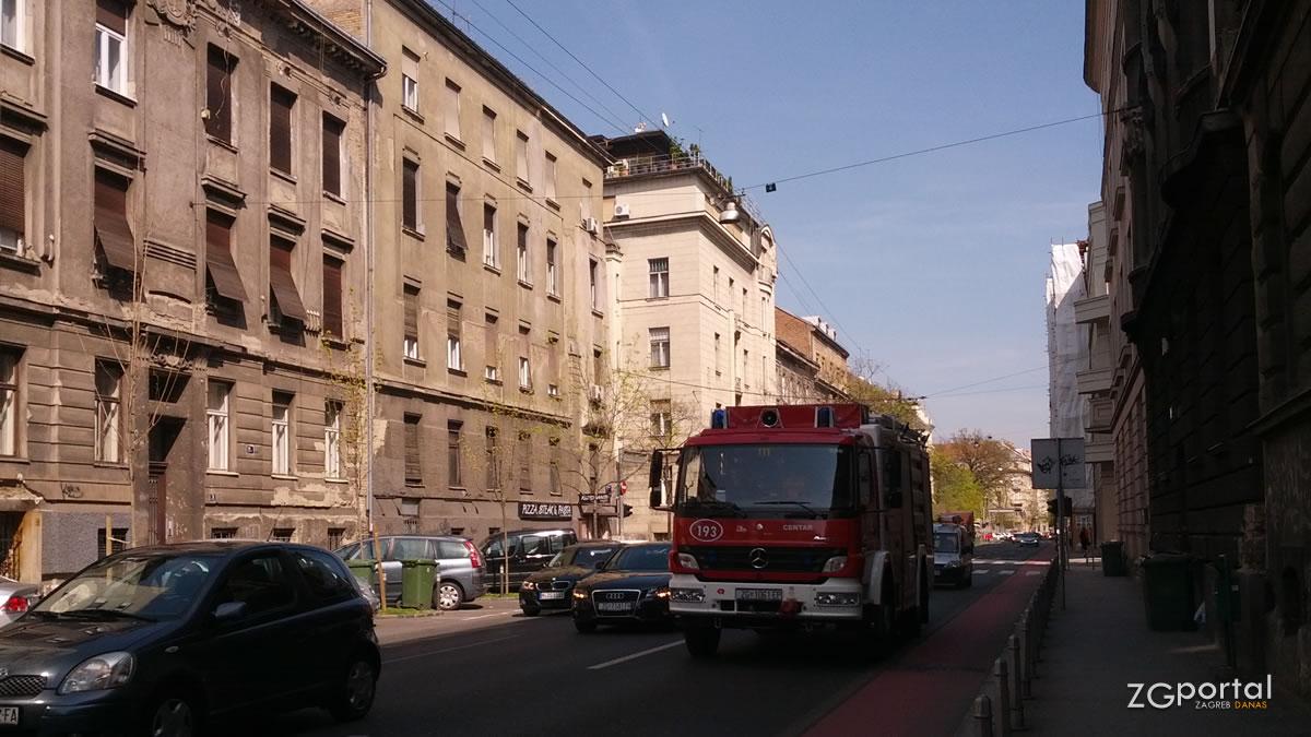 vatrogasni kamion / zeleni val zagreb / travanj 2015.