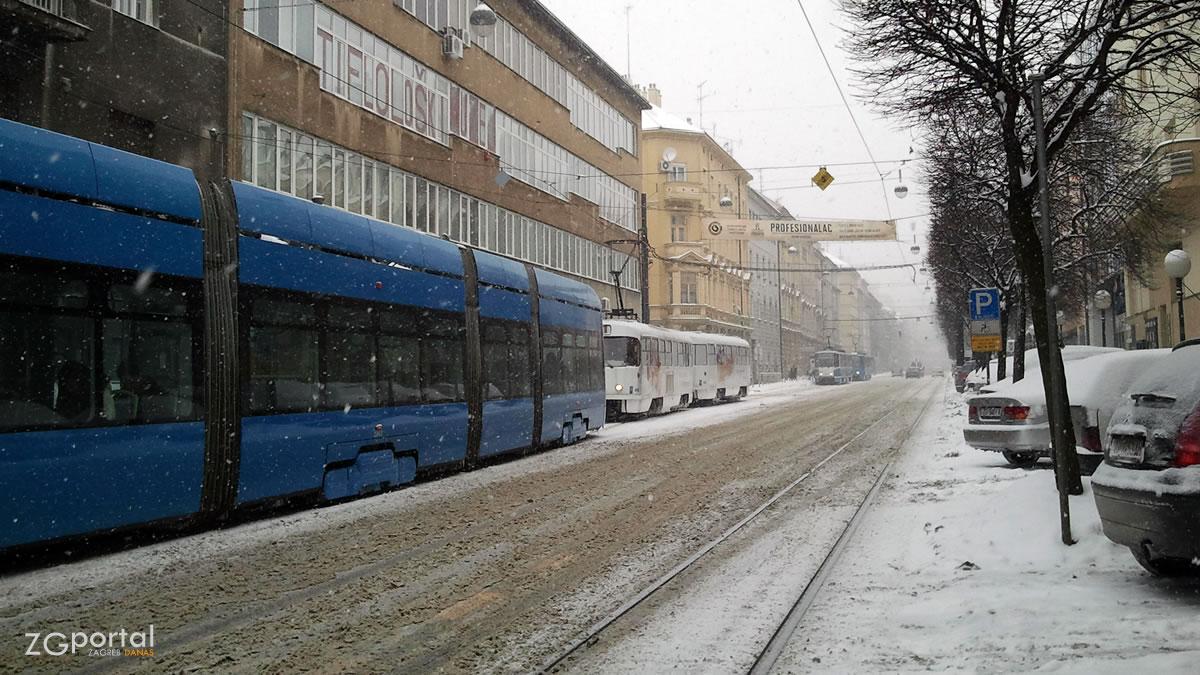 snijeg u zagrebu / draškovićeva ulica, zagreb / veljača 2012.