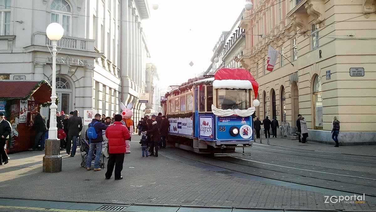 veseli božićni tramvaj / trg-bana jelačića, zagreb / prosinac, 2012