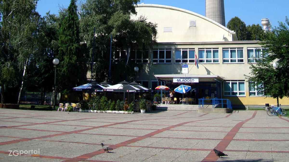zagrebački golubovi / zimsko plivalište mladost, trešnjevka, zagreb