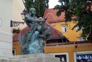 """skulptura """"borba"""" (ili """"ribar sa zmijom"""" ili """"zlosretni ribar"""") - simeon roksadić - jezuitski trg, zagreb / srpanj 2012."""