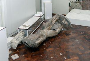 mramorna skulptura nagog mladića - šteta od potresa - arheološki muzej zagreb - 2020