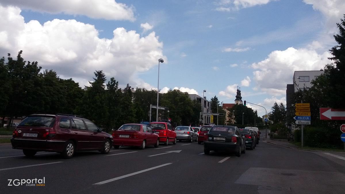 sesvete, zagrebačka ulica / lipanj 2014.